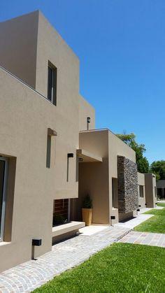 Modern Exterior, Exterior Design, Casas Country, Exterior Paint Schemes, House Ceiling Design, Diy Home Decor On A Budget, New Home Designs, Facade House, Modern House Design