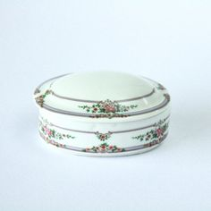 FEMININE //// Vintage Porcelain Jewelry Box by PortugueseVintage, $6.40