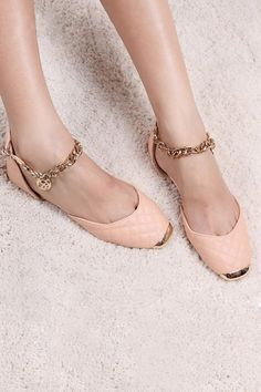 Shop the latest women's nude flats, loafers and ballerina shoes in neutral shades of beige, pink and brown. Pretty Shoes, Beautiful Shoes, Cute Shoes, Me Too Shoes, Zapatos Shoes, Shoes Heels, Flat Shoes, Pumps, Nude Flats
