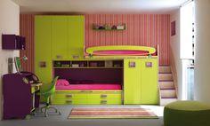 Un aspect fonctionnel et haut en couleur pour cette chambre atypique