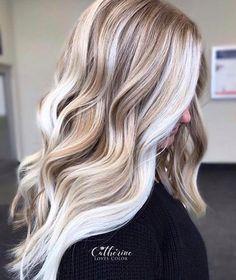 Fresh Balayage Highlights for Long Waves Hair in Year 2020 Blonde Hair Shades, Blonde Hair Looks, Icy Blonde, Balayage Highlights, Hair Color Balayage, White Blonde Highlights, Honey Balayage, Color Highlights, Blonde Balayage