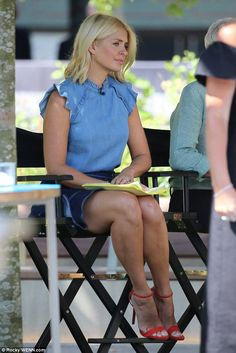 Holly Willoughby rocks double denim as she films This Morning Sexy Women, Sexy Older Women, Women Legs, Holly Willoughby Feet, Holly Willoughby Outfits, Heels Outfits, Sexy Outfits, Cute Outfits, Double Denim