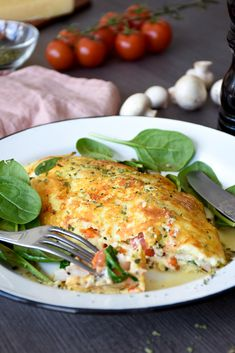 Jill's Cheese Crusted Omelet - A Keto Breakfast Favorite - Diet Doctor Low Carb Keto, Low Carb Recipes, Diet Recipes, Cooking Recipes, Healthy Recipes, Asian Recipes, Diet Doctor Recipes, Cena Keto, Comida Keto