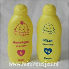 Het cadeausetje bestaat uit: Zwitsal wasgel 200ml, Zwitsal shampoo 200ml , Met opdruk naam en geboorte datum. Cute Gifts, Baby Gifts, Silhouette Curio, Birth Gift, Original Gifts, Brother Scan And Cut, Flocking, Homemade Gifts, Diy And Crafts