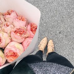 May this exhausting week bring you a relaxing weekend and flowers as gorgeous as these garden roses! #happyfriday