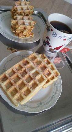 Faguri / Waffles – Lorelley.blog Yami Yami, Tasty, Yummy Food, Waffles, Cooking Recipes, Sweets, Breakfast, Blog, Morning Coffee