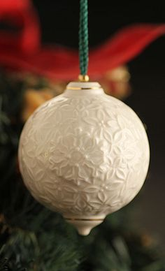 Belleek Christmas Berry Leaf Bauble 2015 Ornament
