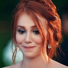(7) elçin sangu - Twitter Araması Floral Wallpaper Iphone, Photos Des Stars, Elcin Sangu, Trending Photos, Turkish Beauty, Turkish Actors, Red Color, Redheads, Red Hair