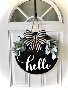 Welcome Signs Front Door, Wooden Welcome Signs, Front Porch Signs, Front Door Decor, Wooden Door Signs, Fall Wooden Door Hangers, Wreath Crafts, Diy Wreath, Wooden Wreaths