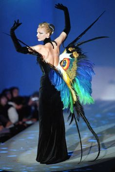 TREND ALERT: 20 OUT-OF-THIS-WORLD FASHION MOMENTS INSPIRED BY SURREALISM THIERRY MUGLER, 1997