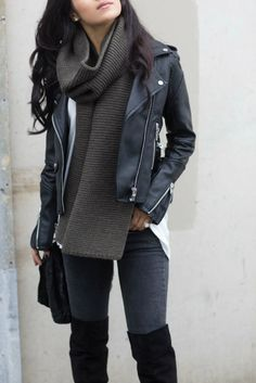 Find and save ideas about black leather jacket dark turtleneck black otk boots/ on Women Outfits. Looks Style, Looks Cool, Fall Winter Outfits, Autumn Winter Fashion, Spring Outfits, Winter Style, Winter Clothes, Winter Boots, Winter Wear