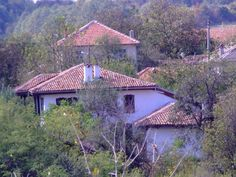 Sept 2010. Zoomed in view of house from top of hill