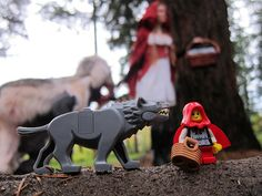 LEGO Collectible Minifigures Series 7 : Grandma Visitor | Little Red Riding Hood & Big Bad Wolf