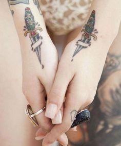 Tatuajes de dagas para chicas y su simbolismo   Belagoria   la web de los tatuajes