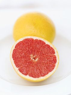 Grapefruit is a Diabetes Buster. Adding grapefruit to your diet may decrease your risk of insulin resistance, a precursor to type 2 diabetes. Dr Oz, Healthy Fats, Healthy Weight Loss, Healthy Eating, Clean Eating, Healthy Exercise, Healthy Drinks, Healthy Snacks, Reduce Weight