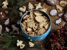 Christmas gingerbreads with walnuts, almond flakes and coconut schrims Christmas Gingerbread, Almond, Stuffed Mushrooms, Coconut, Vegetables, Cooking, Recipes, Flakes, Food