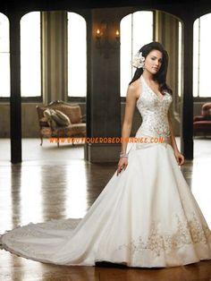 Créateur robe de mariée avec bretelle au cou broderie