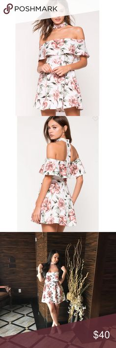 Adorable Floral Dress with built in Choker Floral Dress with built in choker! Excellent condition. Received so many compliments on this dress!   *SMOKE FREE AND PET FREE HOME  *Extremely quick shipping    *Thanks for your support! a'gaci Dresses