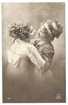 Adorable Vintage Photos of Lesbian Love