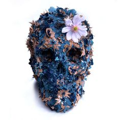 London-based artist Jacky Tsai has created a giant skull made of leather-petal flowers. Called 'Floral Skull Leather Sculpture', the. Crane, Skull Artwork, Floral Skull, Leather Flowers, Arte Pop, Skull Design, Art Graphique, Skull And Bones, Illustrations