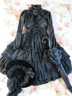 fashion style goth fairy tale gothic lolita old fashioned handmade black dress Parasol Metamorphose gothic lolita lolita fashion Victorian Maiden all black bonnet brothers grimm h.naoto h.naoto frill lace monster