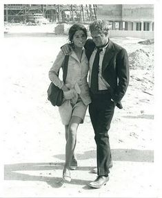 Cinema Style File--Steve McQueen and Ali MacGraw Heat Up in Casual Classics Hollywood Stars, Classic Hollywood, Old Hollywood, Hollywood Actresses, Ali Macgraw Steve Mcqueen, Steeve Mcqueen, Ali Mcgraw, Cinema, Famous Couples