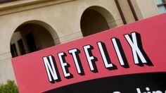 De Netflix-smartphoneapp staat op 1,7 miljoen Nederlandse smartphones geïnstalleerd en is daarmee net zo populair als de app van de publieke omroep.