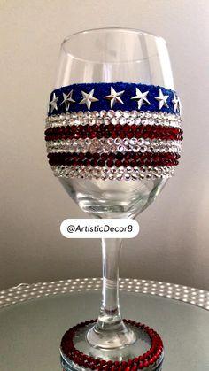 Liquor Bottle Crafts, Wine Bottle Art, Glass Bottle Crafts, Fall Wine Glasses, Glitter Wine Glasses, Decorated Wine Glasses, Painted Wine Glasses, Bling Bottles, American Flag Decor