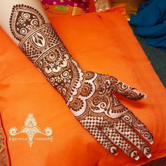 Explore latest Mehndi Designs images in 2019 on Happy Shappy. Mehendi design is also known as the heena design or henna patterns worldwide. We are here with the best mehndi designs images from worldwide. Indian Mehendi, Indian Mehndi Designs, Mehndi Designs 2018, Mehndi Design Images, Beautiful Mehndi Design, Bridal Mehndi Designs, Wedding Designs, Mehedi Design, Heena Design