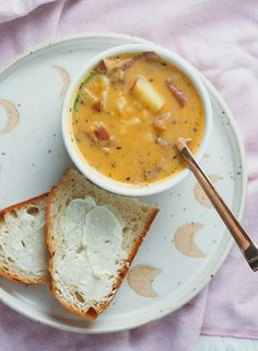 Pumpkin Potato Chowder Pumpkin Potato Chowder A Cozy Pumpkin Infused Potato Chowder That Feels Like A Warm Belly Hug Pumpkin Potato Chowder Vegan Gluten Free Liv B Chowder Recipes, Soup Recipes, Vegetarian Recipes, Cooking Recipes, Healthy Recipes, Chili Recipes, Vegan Sauces, Vegan Pumpkin, Pumpkin Soup