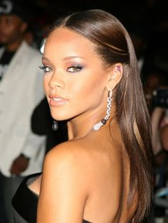 Teenage Rihanna looking neat and pretty #rihanna #hair