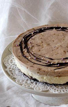 Kinuskinen suklaajuustokakku. Herkullinen, vaikka onkin gluteeniton.