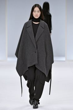 Pin for Later: Die 12 größten Mode-Trends in diesem Herbst  Chalayan Herbst/Winter 2015