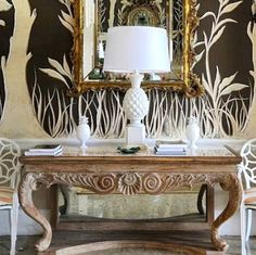 Two-tone vignette that incorporates the wallpaper's pattern into the final design.