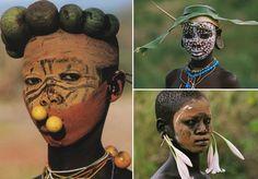 Quem nasce nas tribos Surma ou Mursié um designer por natureza - e da natureza. Os moradores destas tribos, que se expandem pelaEtiópia, Quênia e Sudão do Sul,parecem ter dominado a técnica de criar acessórios utilizando apenas elementos naturais, como folhas, flores e galhos. As imagens das tribos foram capturadas pelo artista alemãoHans Silvester, que fez questão de documentar a criatividade demonstrada por estas pessoas na criação de seus acessórios. Para o trabalho, Hans acompanhou o…
