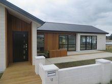 Stunning White Brick Farmhouses – My Life Spot Brick Cladding, House Cladding, Cladding Ideas, Bungalow Renovation, Bungalow Exterior, White Farmhouse, Farmhouse Front, Farmhouse Plans, External Cladding