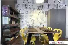 Wiosenne kolory, kolory wiosny, aranżacja wnętrz, żółty, żółte krzesła, jadalnia. Zobacz więcej na: https://www.homify.pl/katalogi-inspiracji/20097/kolorystyczne-trendy-wiosna-lato-2015-w-aranzacji-wnetrz