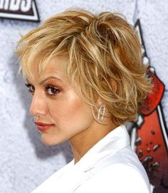 Nice Golden Short Flipped Hairstyle