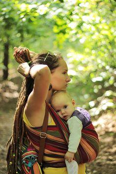 #sling #sling_EllaRoo #mom_dreadlocks #dreads #child Hippie Couple, Hippie Mom, Hippie Baby, Hippie Vibes, Happy Hippie, Hippie Style, Raves, Vegan Pregnancy, Rainbow Family