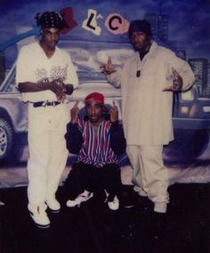 Busta Rhymes just posted his rare pic with 2pac.Both tupac and Busta are posing in the pic.Here have a look !