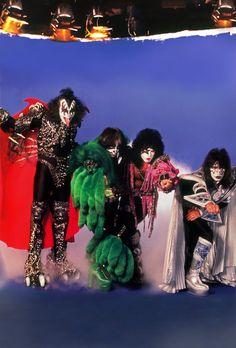 Kiss Images, Kiss Pictures, Kiss Group, Gene Simmons Kiss, Kiss Members, Kiss Rock Bands, Kiss Tattoos, Metal Horns, Eric Carr