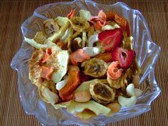 As frutas desidratadas ganham um sabor muito especial. As festas de fim de ano se aproximam e você pode usar da técnica de desidratar os alimentos para que sirvam de base para fazer pratos especiais para...