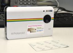 Na mão: Câmera digital com impressora Polaroid Z2300W