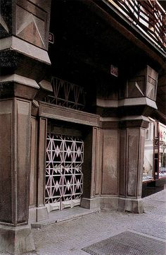 Josef Gocár, Black Madonna detai, Prague, 1911-12. Source: Competing Visions. Madonna, World War One, Most Beautiful Cities, Art Deco Fashion, American Art, Louvre, Construction, Building, Modern