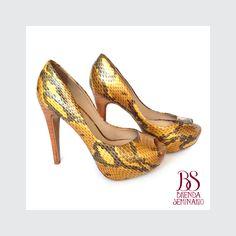 Modelo: Daphe 90, cuero amarillo grabado, alto 12cm, plataforma 3cm, BS BRENDA SEMINARIO SAC.