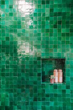 Home Decoration Boho Have you ever seen a bathroom with bright green tiles? Step inside this makeover to see how it's done.Home Decoration Boho Have you ever seen a bathroom with bright green tiles? Step inside this makeover to see how it's done. Modern Bathroom, Small Bathroom, Master Bathroom, Bathroom Ideas, Colorful Bathroom, Zen Bathroom, Bathroom Black, Bathroom Trends, Tile Steps