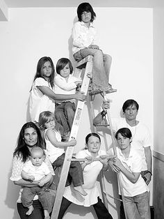 Great idea for a large family photo shoot.