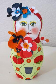 Matryoshka art doll needlecushion por laurensfiberart en Etsy