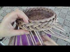 Загибка КОСА в три этапа. Плетение из газет - YouTube Newspaper Basket, Newspaper Crafts, Paper Weaving, Weaving Art, Basket Braid, Pine Needle Crafts, Basket Weaving Patterns, Craft Organization, Weaving Techniques