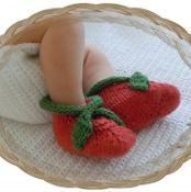 Garden Baby Booties - via @Craftsy